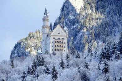 Winter Neuschwanstein & Linderhof Castle Tour by Bus